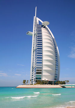 Condo hotels vacation homes in u s dubai caribbean for Dubai world famous hotel